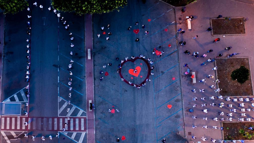 """Piazza Pertini: grande partecipazione al flash mob """"100 Luci per Denise"""""""