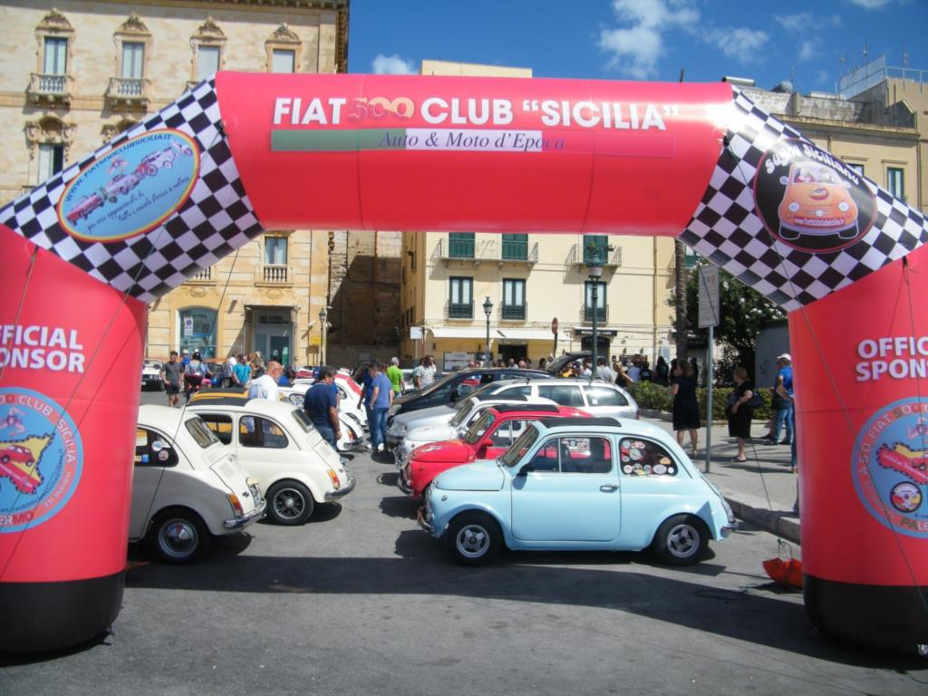 Domenica ad Erice le Fiat 500 in bella mostra