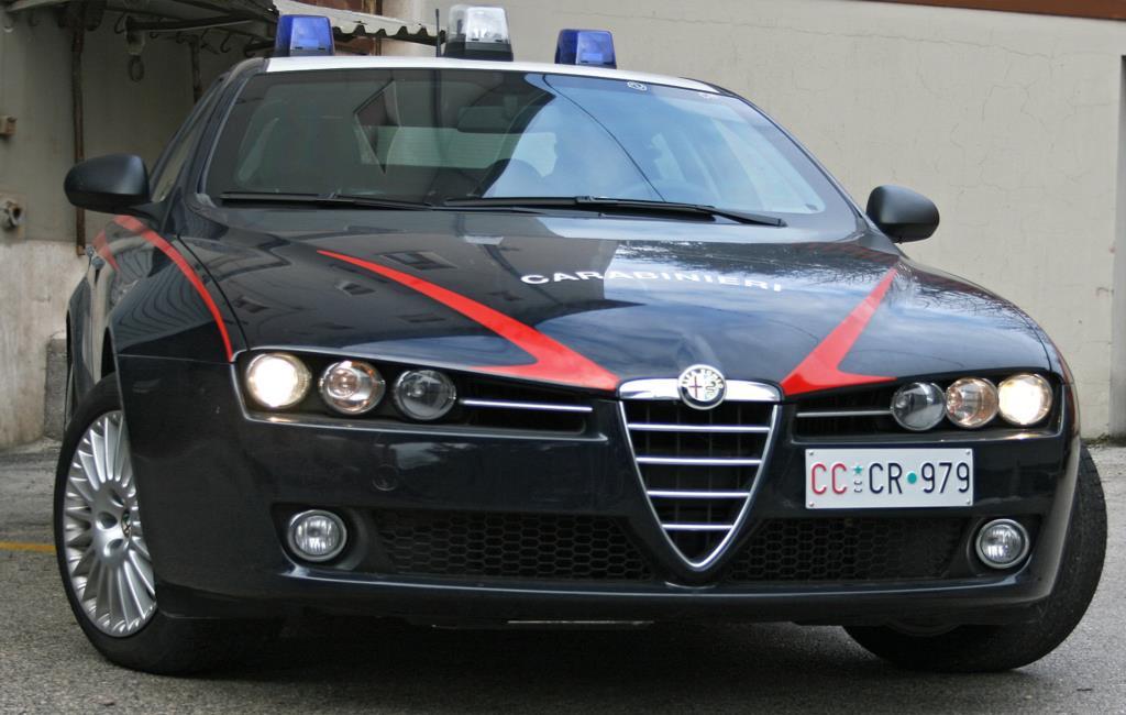 Lo arrestano per evasione e lui si congratula con i Carabinieri