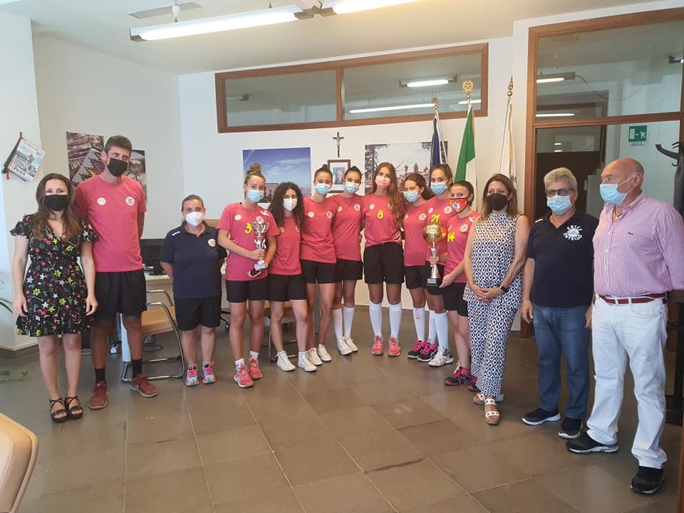 Le Under 17 dell' Entello Volley ricevute al Comune prima della finale nazionale