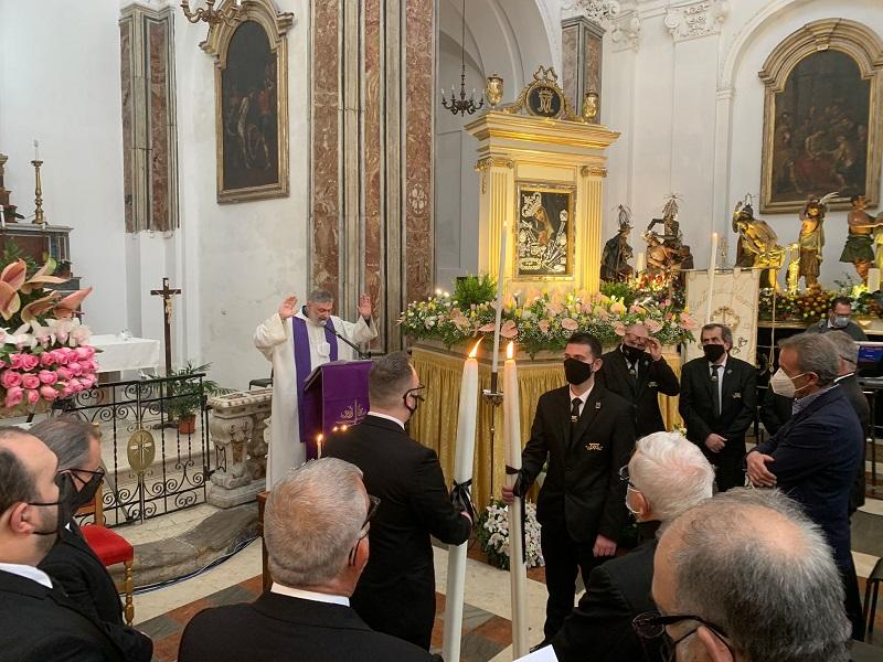 Settimana Santa a Trapani: lo scambio del cero e la preghiera per la Madre Pietà del Popolo