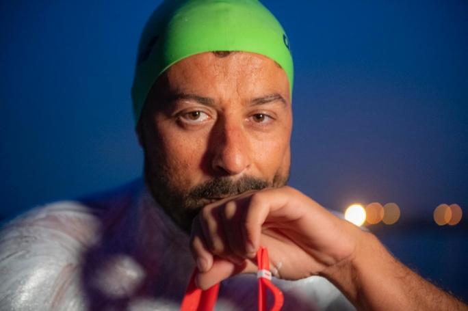 Il maltese Neil Agius vuol nuotare dalla Tunisia alle coste trapanesi
