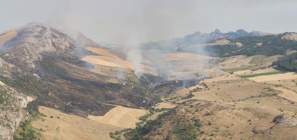 L'82° Centro C.S.A.R. dell'Aeronautica Militare effettua un intervento antincendio nell'agrigentino