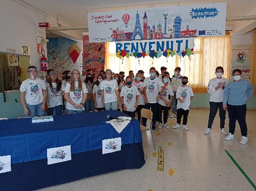 Erasmus day alla scuola De Stefano: presentato il gioco «Let's save water as a natural resource»