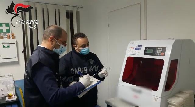 Si allarga l'inchiesta sul laboratorio analisi sequestrato ad Alcamo dopo la morte di una 66enne