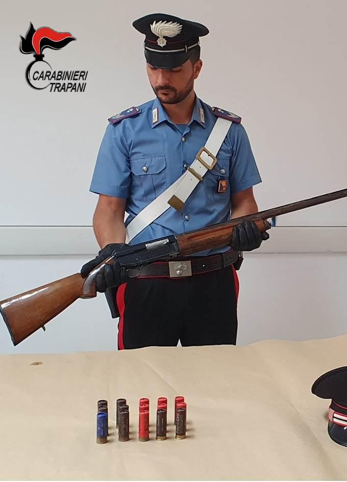Carabinieri: rinvenuto un fucile in mare a Mazara del Vallo, due arresti a Paceco