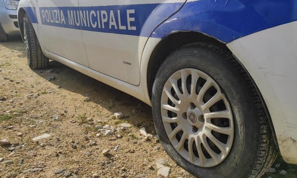 Marsala, il commento del sindaco Grillo sul taglio delle gomme alle auto della Polizia Municipale