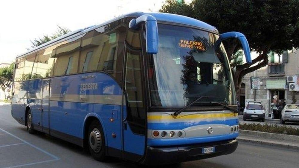 Un positivo al covid19 sul pullman della Segesta, scatta l'allarme per tutti i passeggeri