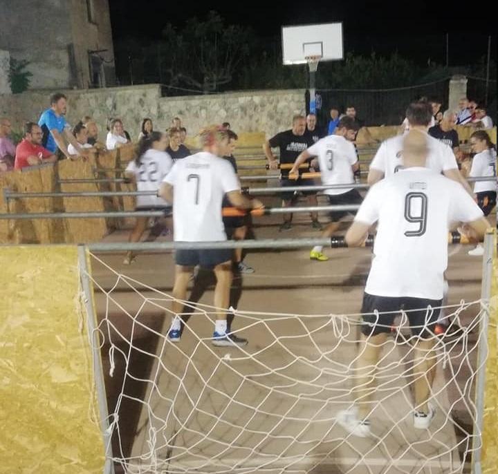Impazza a Valderice il Calcio Balilla Umano