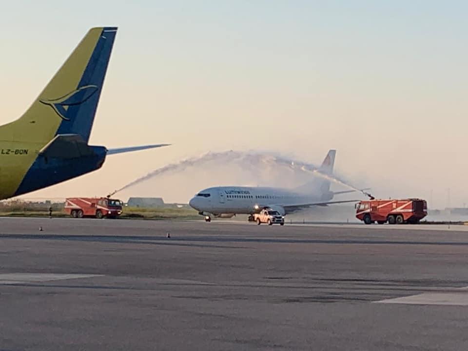 Water Cannon per il primo volo Lumiwings a Trapani Birgi