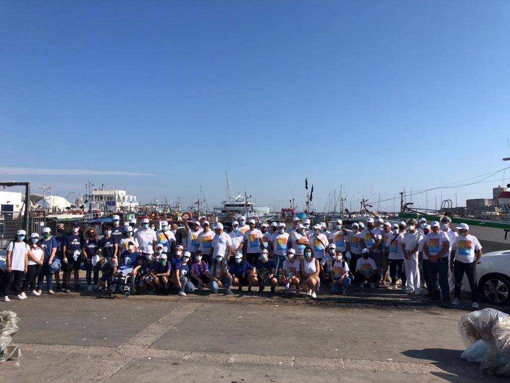 Il porto peschereccio di Trapani ripulito dai rifiuti
