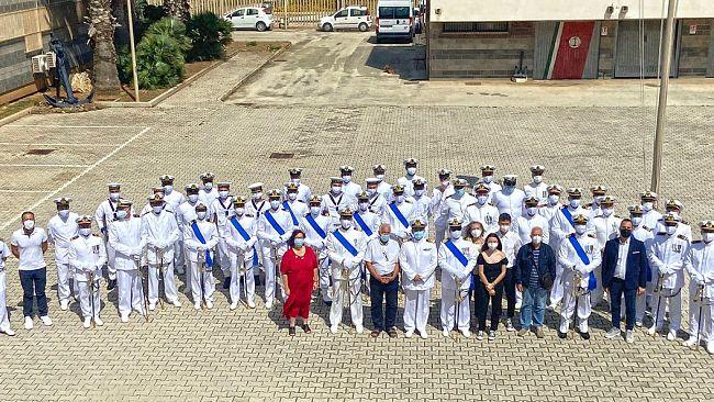 L'omaggio al comandante uscente della capitaneria di Mazara del Vallo è una donazione