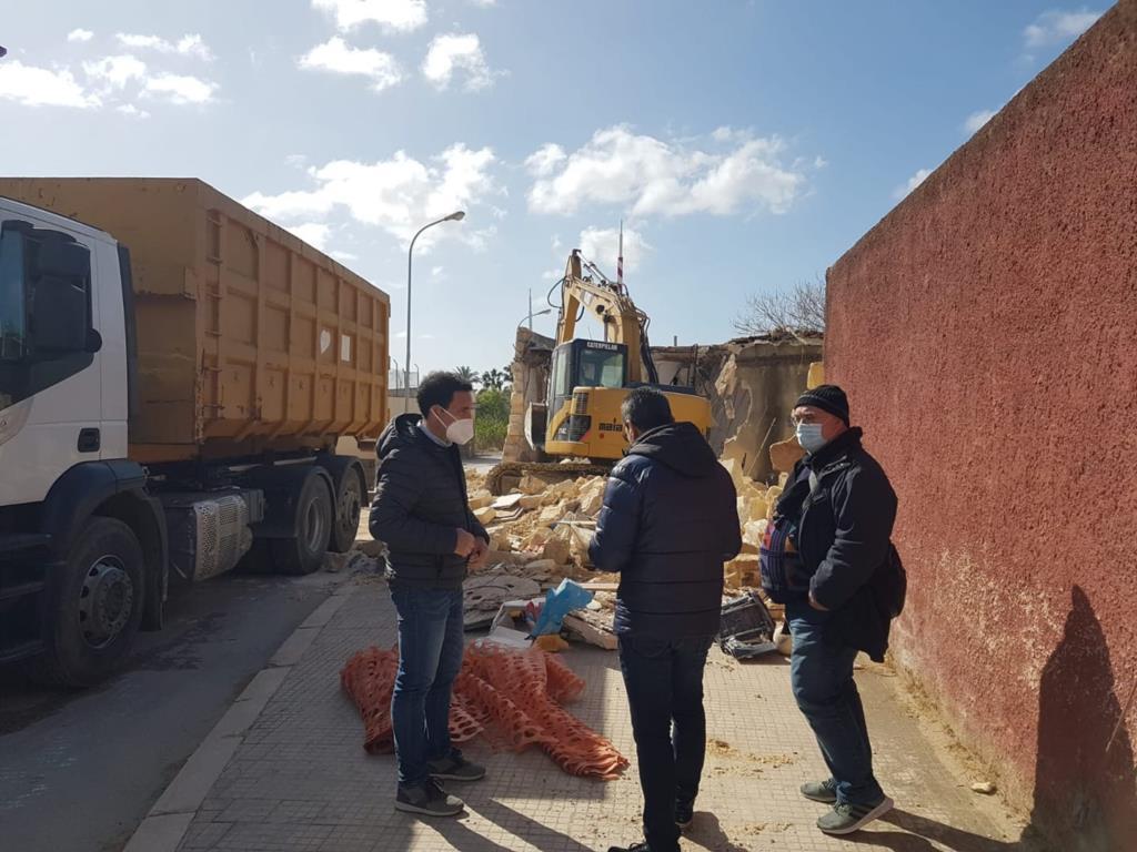 Mazara, al via la demolizione dell'ex casello ferroviario della via Mongitore