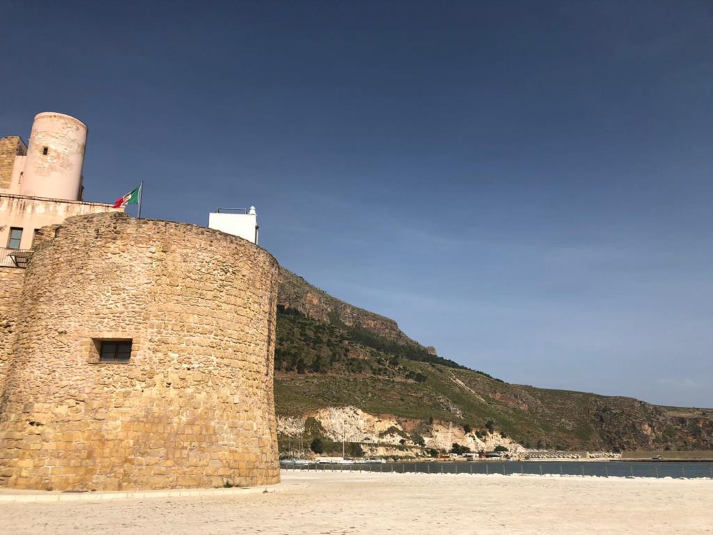 Cala marina, nuova illuminazione per il Castello