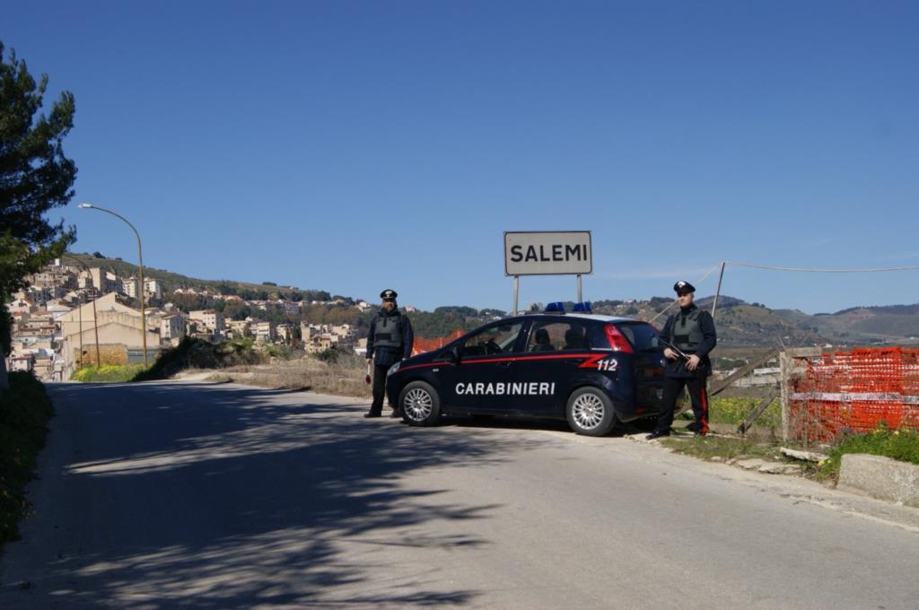 Aggredisce i carabinieri: in manette un trentunenne