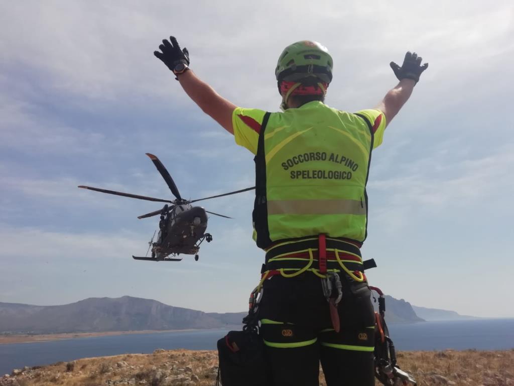 Aeronautica militare e Corpo nazionale Soccorso Alpino e Speleologico si addestrano insieme