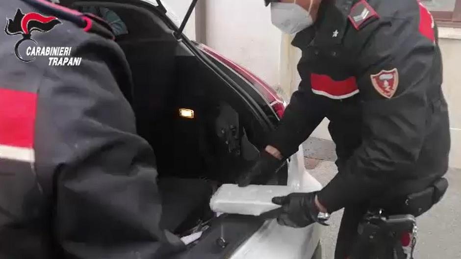 Trovati con due chili di cocaina in auto, due arresti a Marsala (VIDEO)