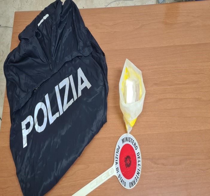 Trovato con 150 grammi di cocaina in casa, la Polizia lo arresta