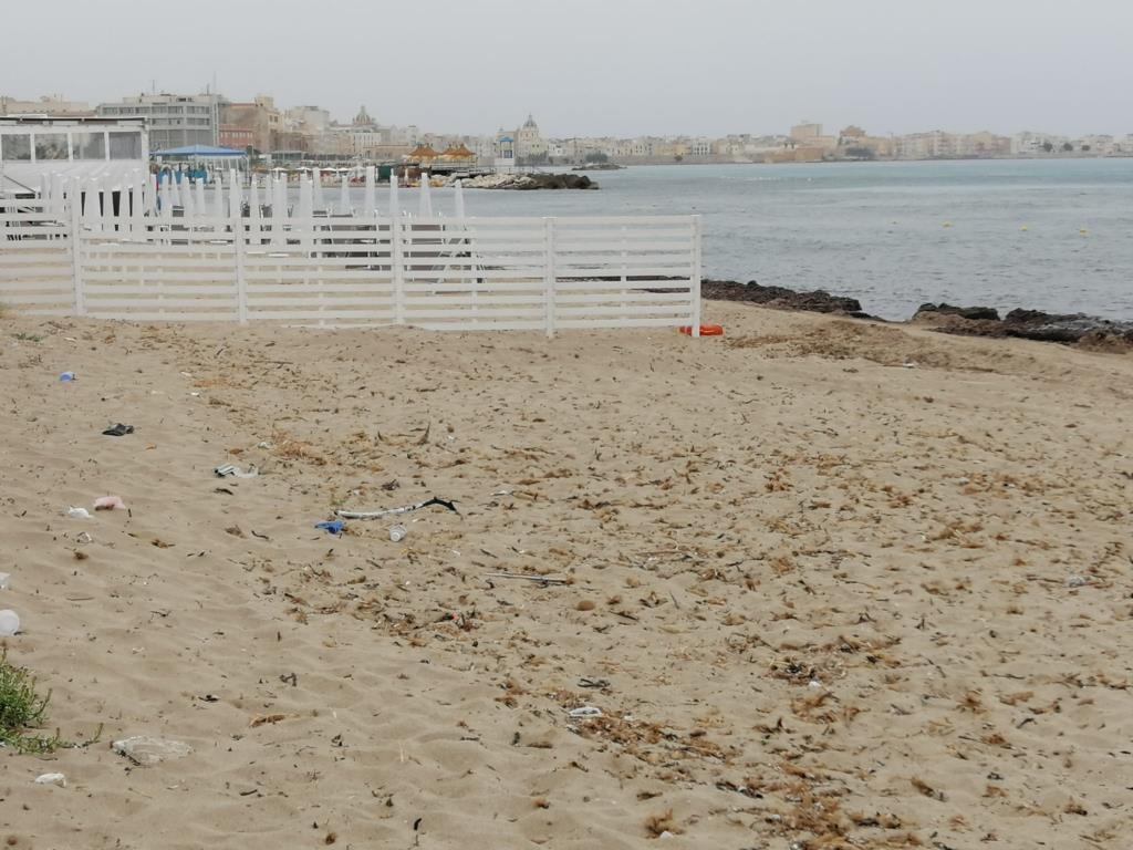 Spiaggia Litorale nord Trapani non ripulita, Codici chiede l'intervento dell'amministrazione