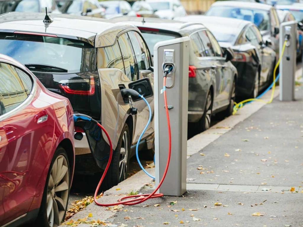 Colonnine per le auto elettriche, approvato il regolamento