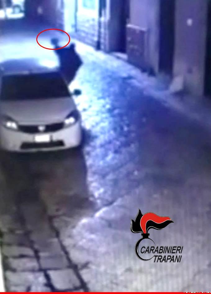 Mazara, danneggia un'auto del Comune: denunciato