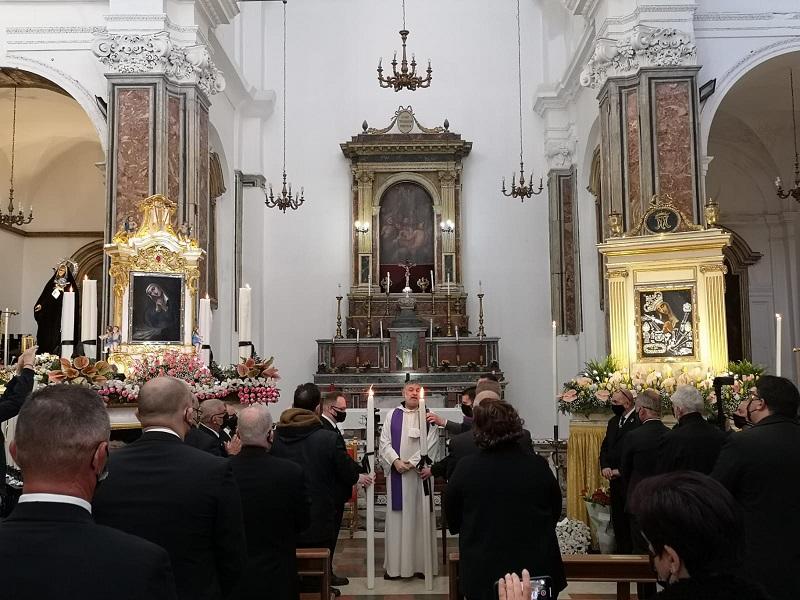 L'appello del vicario generale don Alberto Genovese durante lo scambio del cero: «Riconciliatevi» (VIDEO)