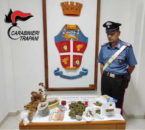 Lascia la droga ad essiccare in terrazzo: arrestato un uomo a Mazara Due