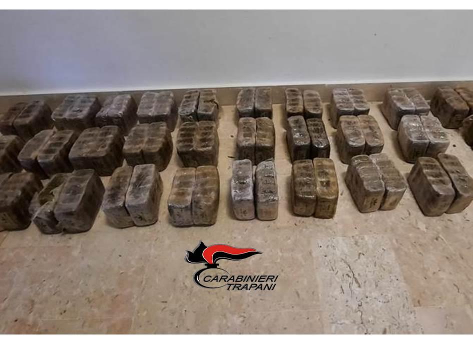 Marsala: rinvenuti 40 chili di hashish in spiaggia