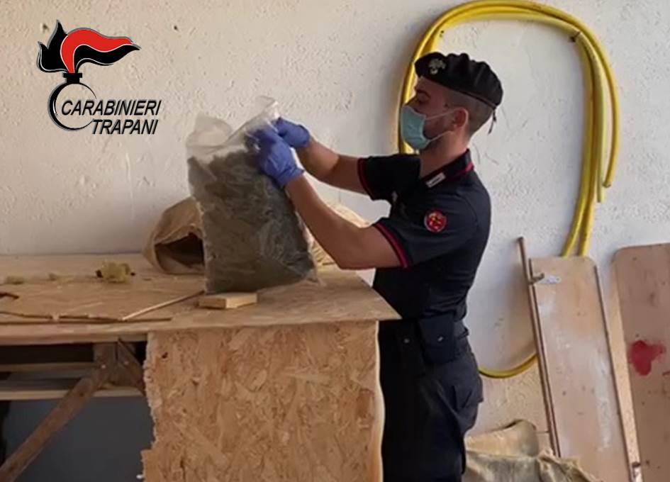 Mazara, in casa con 5 chili di marijuana: arrestato (VIDEO)