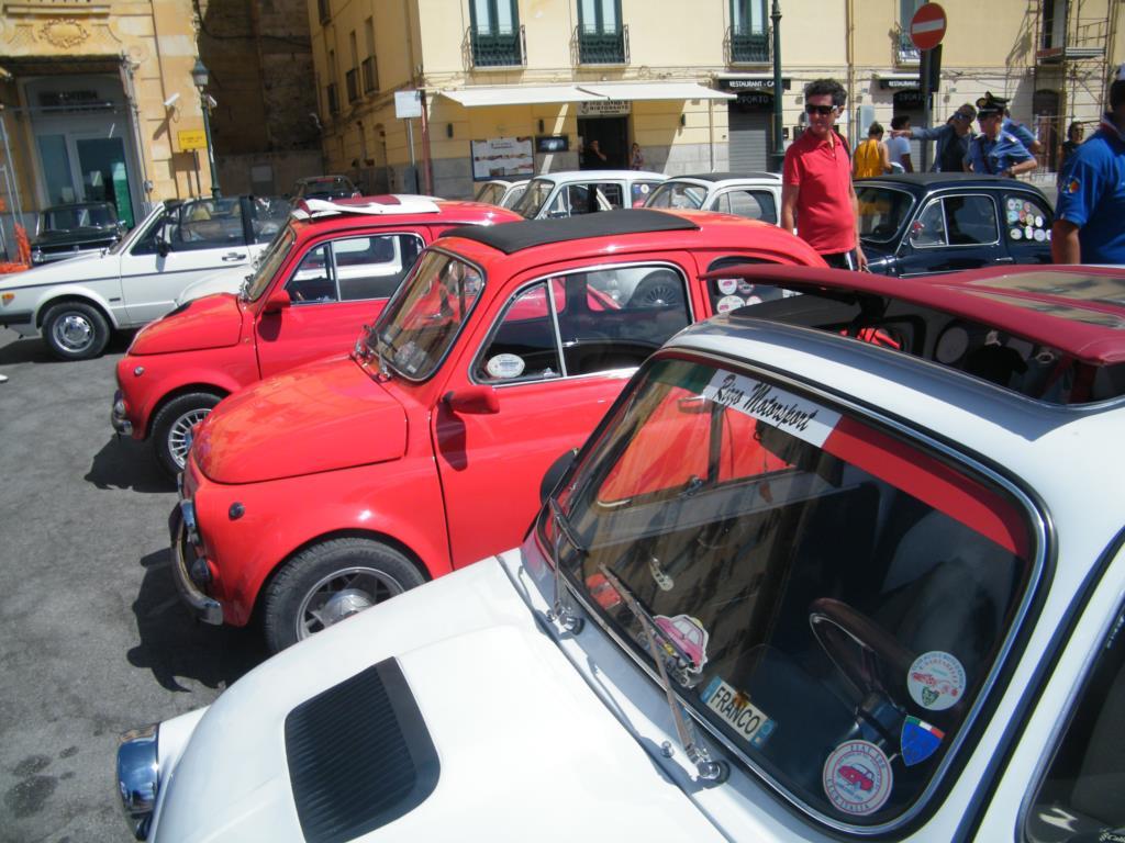 Domenica Fiat 500 storiche in bella vista a Fico di Valderice