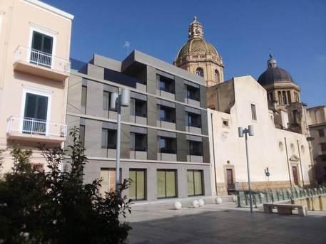 Marsala, sigilli su un palazzo moderno in pieno centro storico