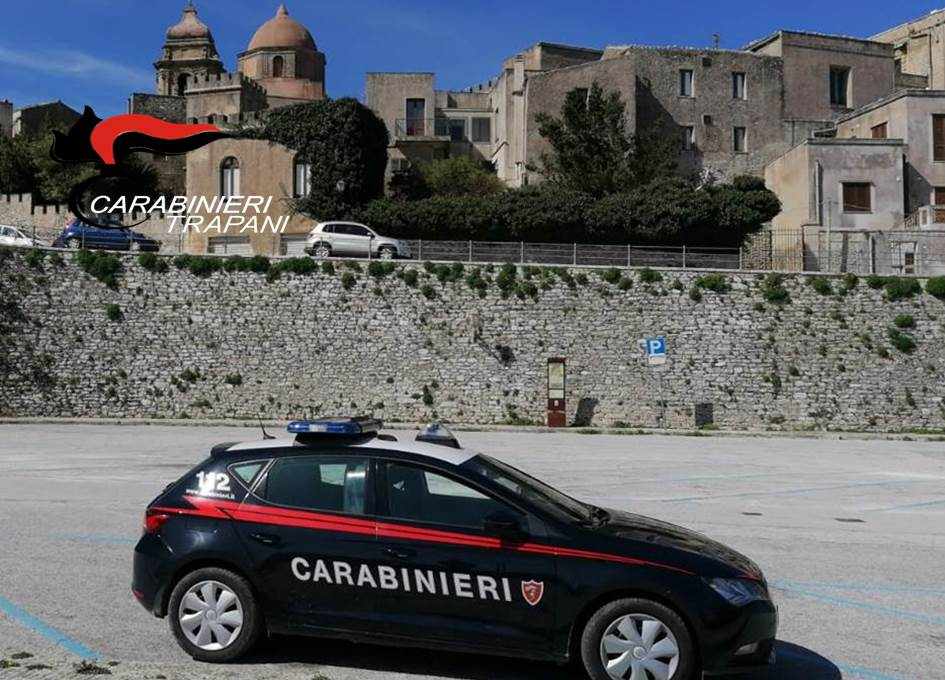 Erice, arrestato dai Carabinieri mentre vendeva droga