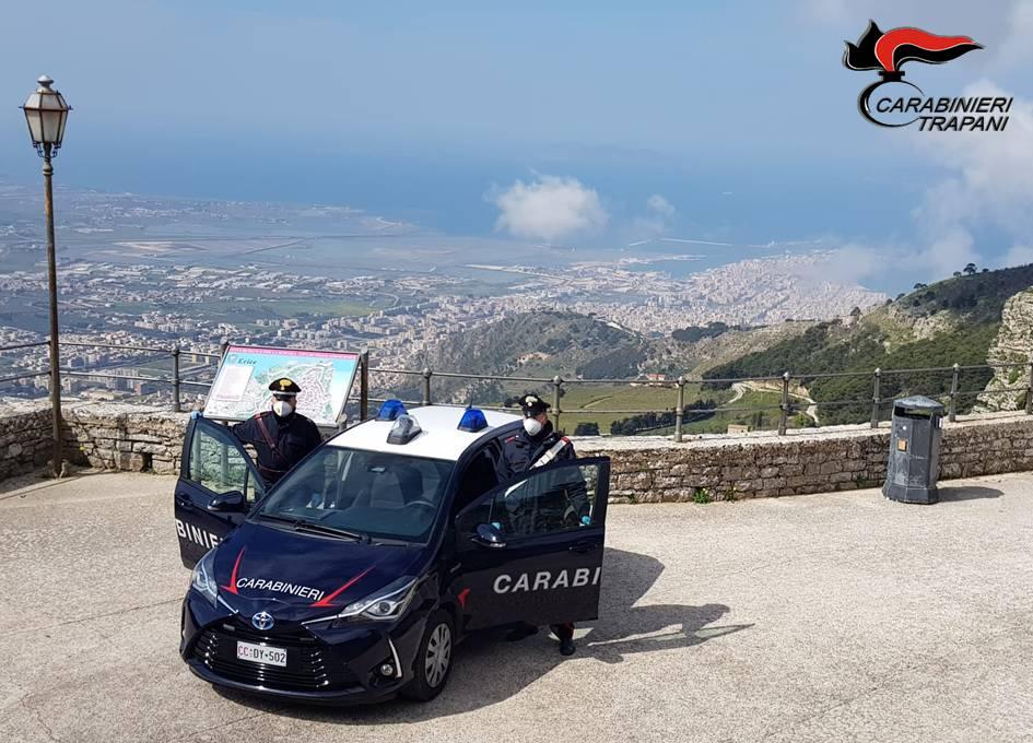 Trovato in possesso di droga aggredisce i carabinieri, arrestato un trentatreenne