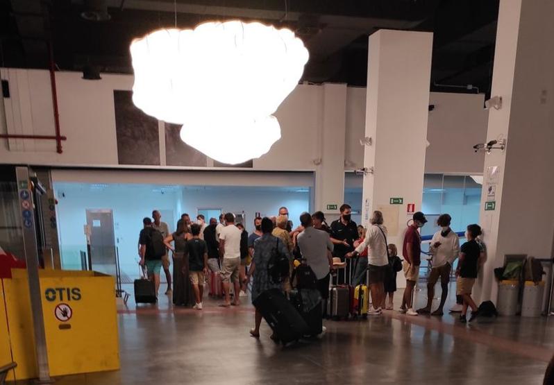 L'odissea dei passeggeri bloccati domenica all'aeroporto di Pantelleria