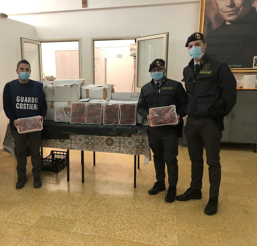 La Finanza di Palermo sequestra gamberi diretti a Mazara