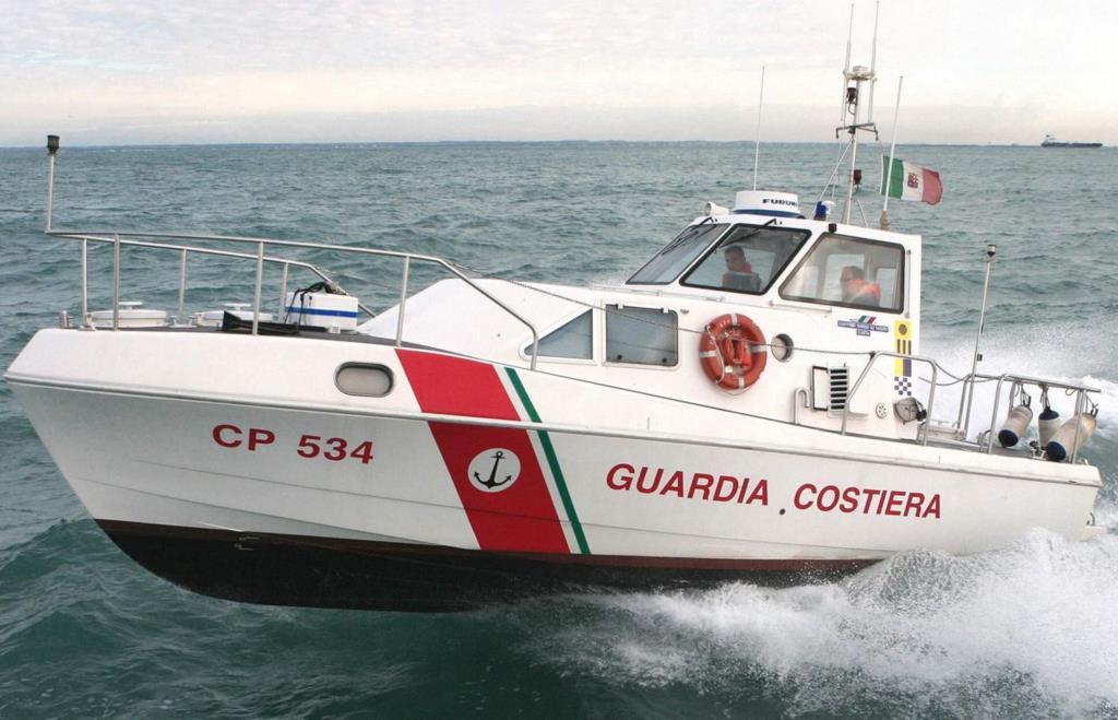 Marittimo soccorso a largo di Mazara del Vallo, ora è ricoverato a Trapani
