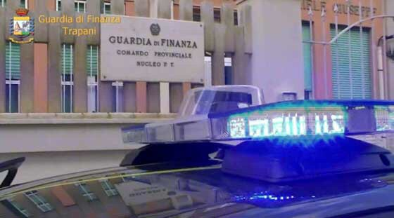 Operazione «Tricky Water»: avvisi di garanzia per 7 dipendenti comunali e un autotrasportatore di Trapani