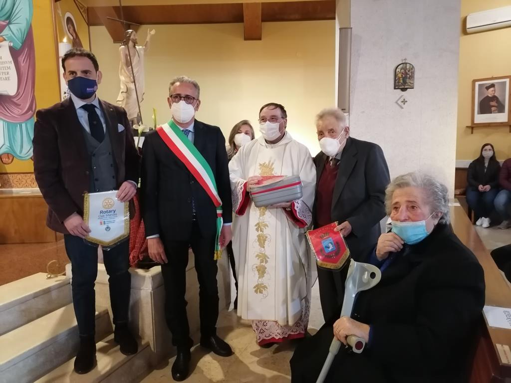 Marsala, i Roccaforte donano un defibrillatore alla parrocchia