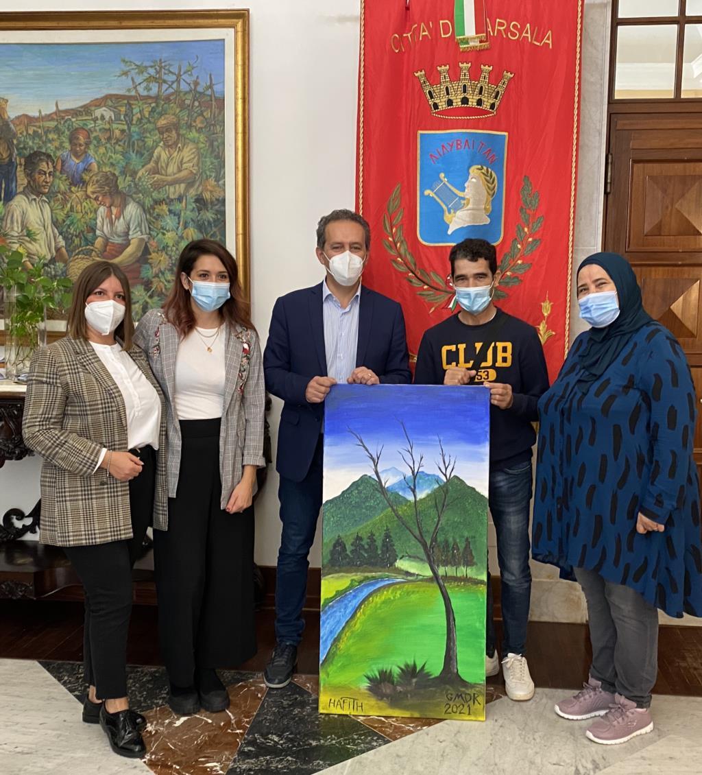Badia Grande regala un dipinto al sindaco di Marsala