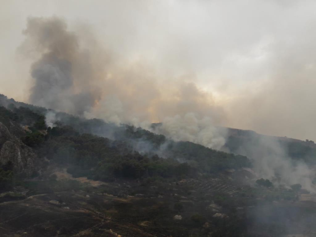 L'82° Centro C.S.A.R. dell'Aeronautica Militare interviene per spegnere un incendio in provincia di Agrigento