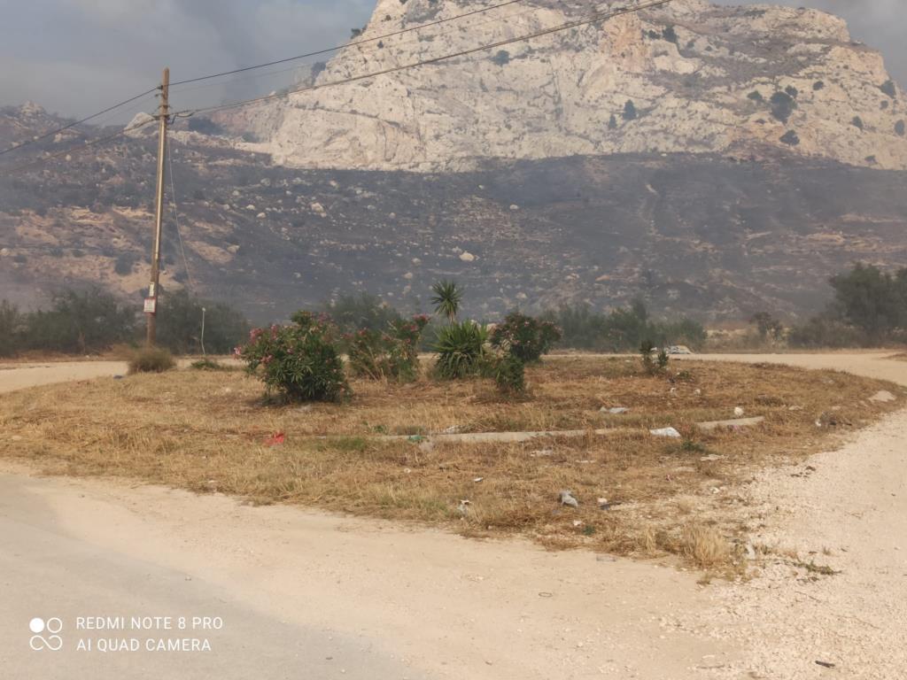 L'intero agro ericino senza linea Tim, danneggiato un cavo nell'incendio di ieri