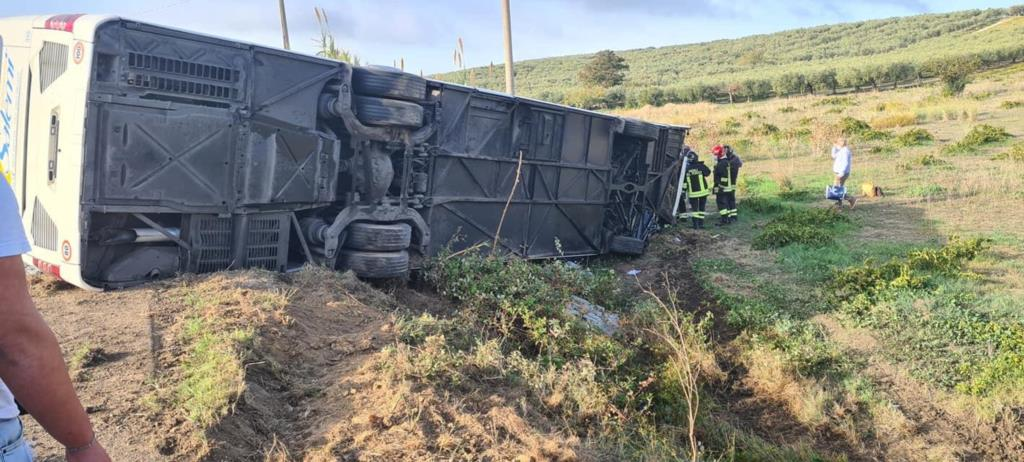 Santa Ninfa: auto contro bus, due morti e diversi feriti