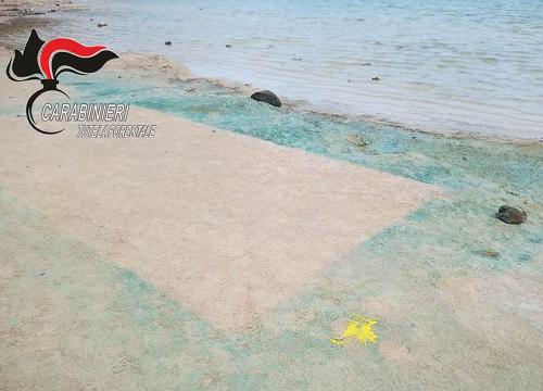Pantelleria: rintracciata la donna che ha imbrattato il Lago di Venere