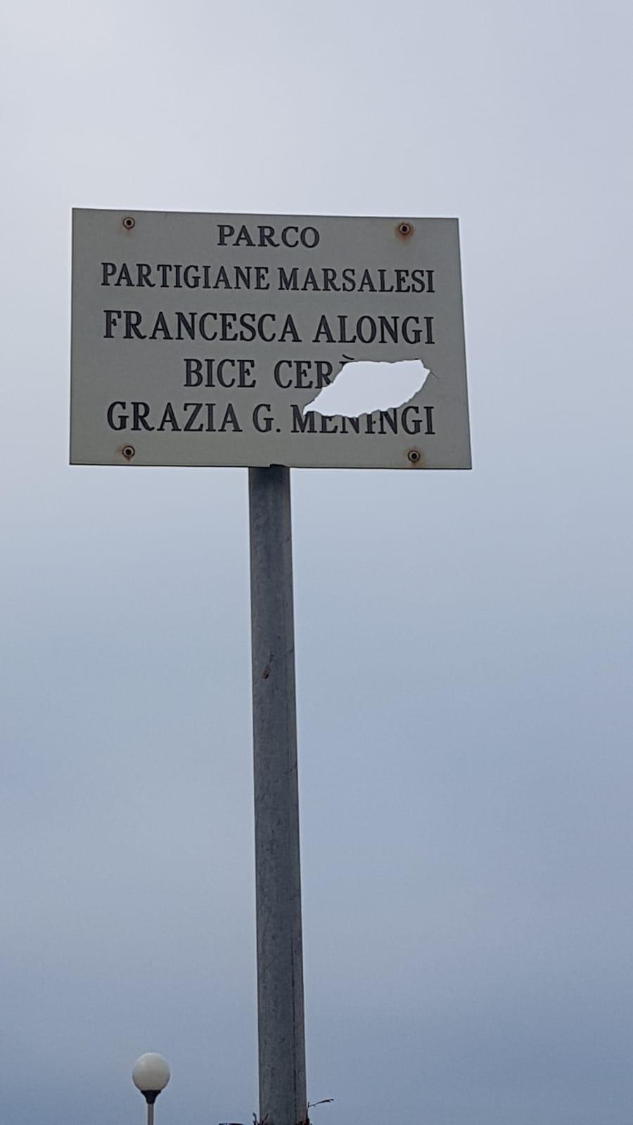 Marsala, danneggiata la targa in ricordo delle tre partigiane marsalesi