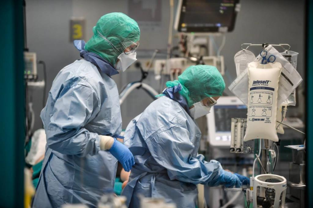 Trapani, medici e infermieri senza vaccino a rischio sospensione