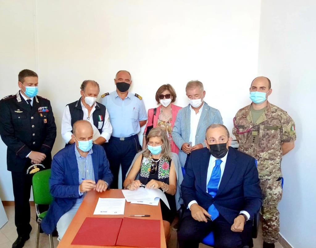 Migranti, firmato accordo per centro di permanenza per rimpatrio