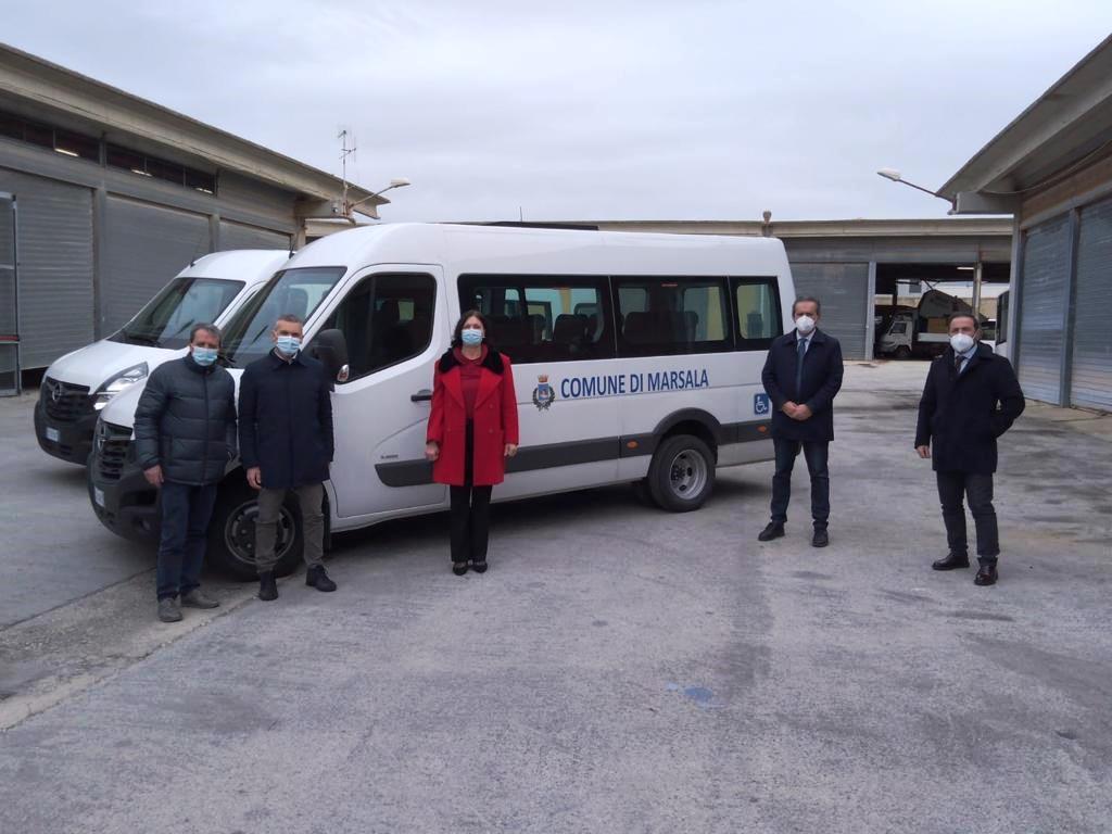 Due nuovi mini bus per il trasporto dei disabili