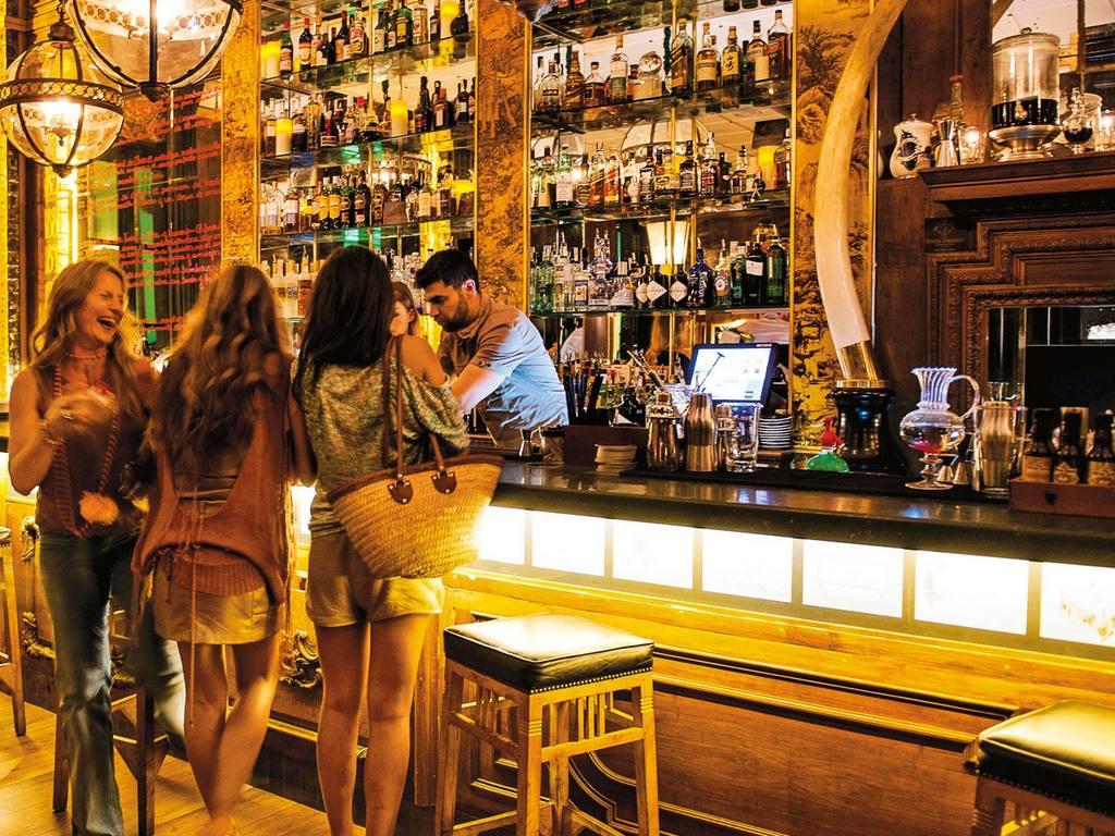 Coronavirus: le regole di buon senso e le restrizioni applicate a bar e ristoranti