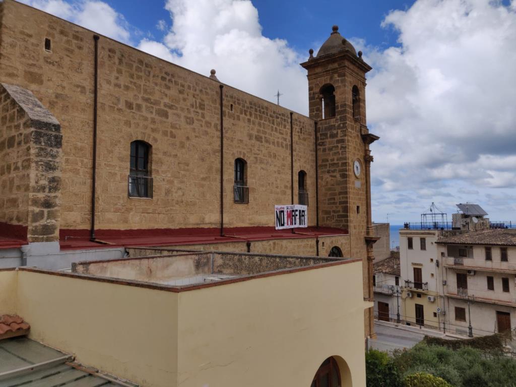 Castellammare, striscione