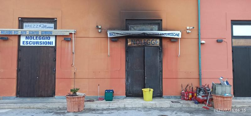 Favignana: incendio nella notte nei locali di un noleggio